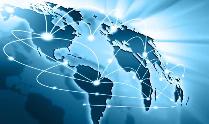 Image dans les tons bleus illustrant la terre avec une représentation du réseau internet