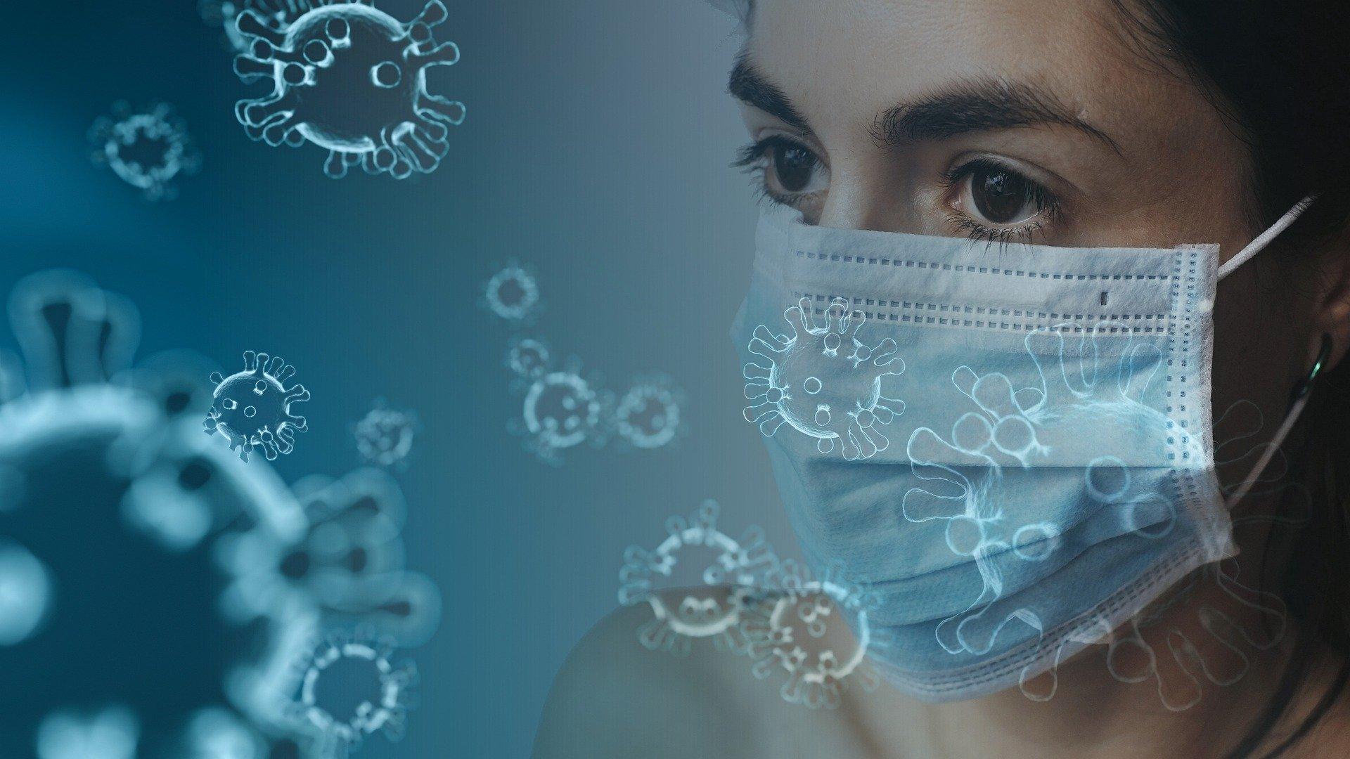 Femme portant un masque de protection pour le coronavirus