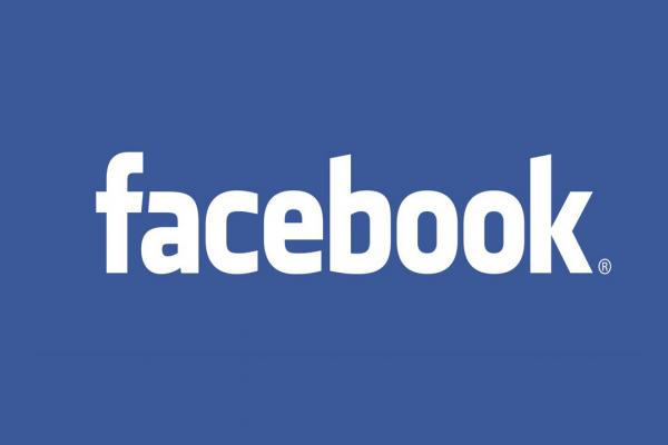 Photo du logo Facebook sur un mur